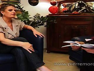 Um sujeito francês sortudo fazendo sexo com uma puta de estudante e um milf