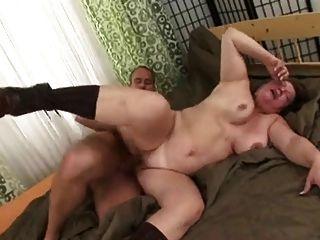 A mamã russian ama o homem novo foder