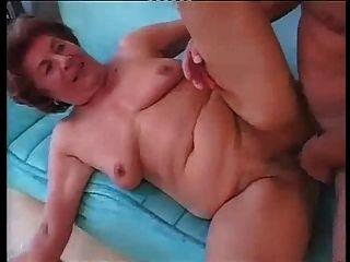 Grande avó alemã em sexo anal duro com jovem