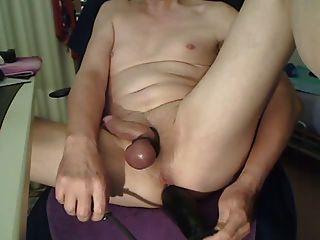 Enorme dildo inflável em loiro raspado apertado