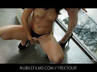 Filmes nubile lésbicas babes dedo e foder na chuva