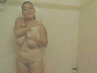 Amador bbw masturba-se no chuveiro