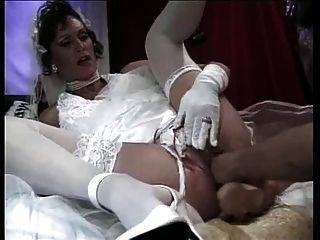 Noiva fodendo um vibrador e um punho
