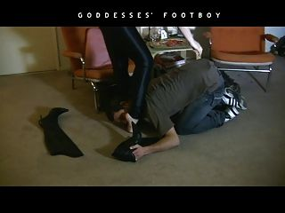 Fumar fetiche feminino dominação em botas de couro