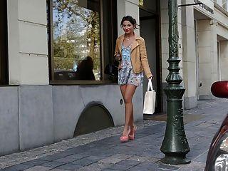 Adolescente público de compras em saltos altos \u0026 vestido (+ upskirt)