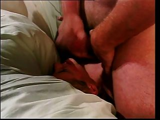 Garota loira jovem recebe dupla em bunda e buceta por dois caras afortunados