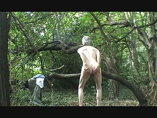 Uma tira, wank e cum na floresta