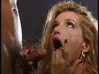 Mulheres quentes têm fundição anal