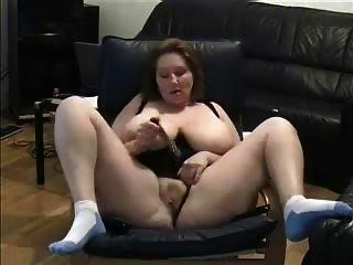 Dedilhado maduro assistindo um porno.Amador mais velho