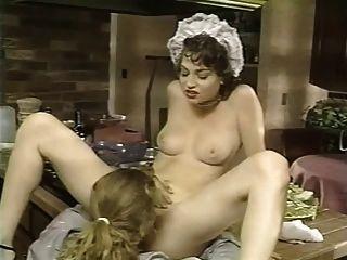 Empregada doméstica francesa perfurada na cozinha
