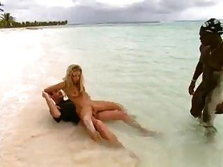 Putita con dp en la playa 1 por turyboy