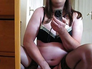 Masturbando em lingerie .... disparando meu cum sobre o chão!