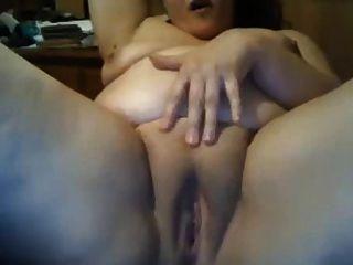 Boob grande bbw squirts enquanto brinca com a buceta