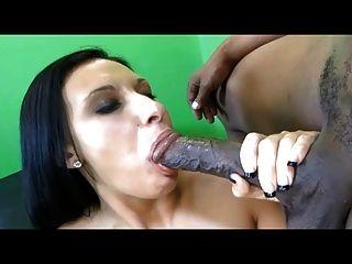 Big tit slut branco leva enorme galo preto em buceta apertado