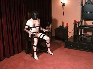 Escravas bolas e galo castigado pela amante gótica