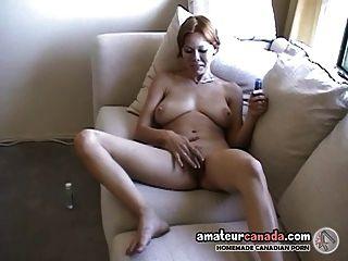 Geeky dona de casa com dedos enormes dedos pussy peludo