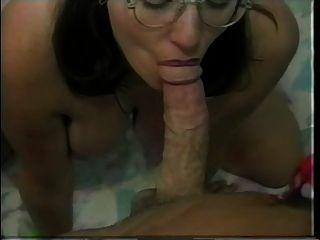 Peludo nudista nerd casey fica creme em sua boceta