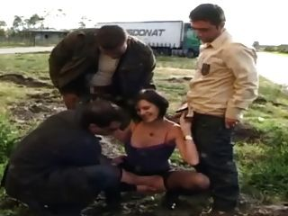 Sophie fodido em pantyhose por motoristas de caminhão