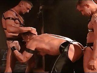 Trio de couro gay