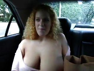 Busty, ruiva, mostra, dela, boobs, backseat, car