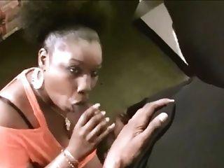 Ebony bbw suga um galo enorme e facial