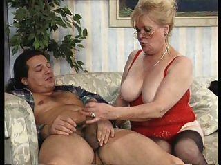 Granny chupa e foda