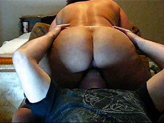 Grande burro na babá, preso assistindo pornô.