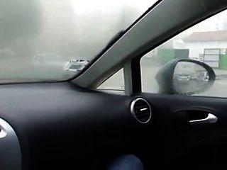 Menina masturbar-se no carro