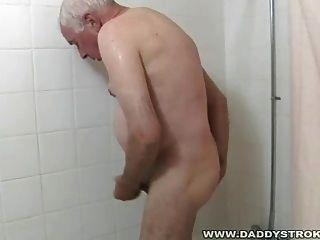 Chuveiro e um idiota para vovô