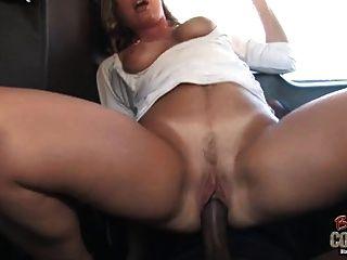 Branco mamãe joey lynn usado por não seu filho negro no banco de trás