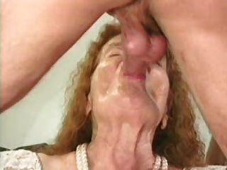 Granny prêmio 6 ruiva madura com um jovem
