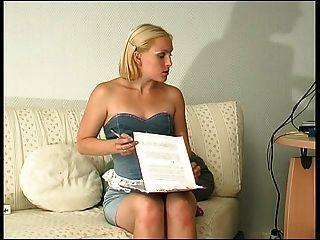 Russian ladyboss lésbica seduzir \u0026 correia em sua secretária