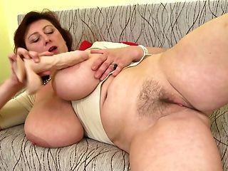 Linda mãe madura com tetas enormes e perfeito maduro