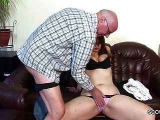 Velho avô seduzir não grand daughter a primeira foda