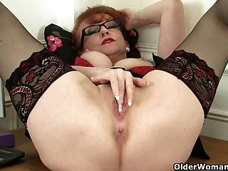 British milf red trabalha sua buceta madura doce