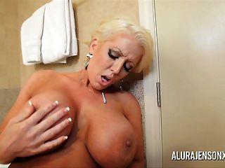 Grandes mamas milf alura jenson e sara jay lesbian anal pussy