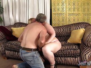 Blonde plumper ilena kuryakin monta em um galo gordo