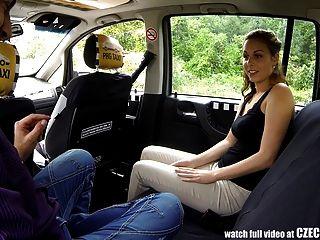 Sexo incrível em táxi