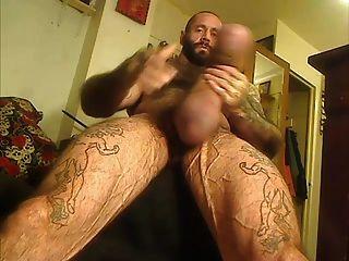 Urso de músculo com galo monstro