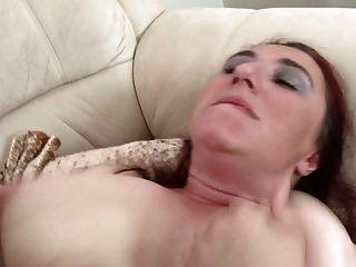 Busty mãe madura natural não fode seu filho