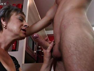 Vídeo caseiro com mãe madura e garoto