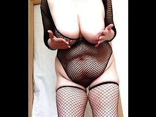 Sexy granny fishnets slapping big tits e buceta