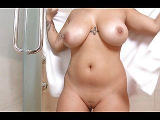 Deusa curvy com grandes mamas naturais
