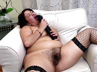 Mãe amadora córnea com vagina peluda muito faminto