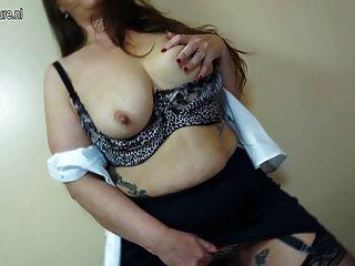 Mãe madura sexy com vagina peluda