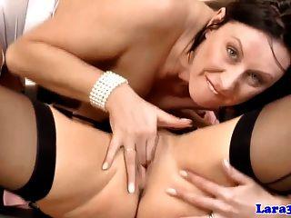 Lésbica madura obtendo pussylicked por milf britânico
