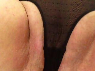 Sexy granny calcinhas pretas acariciando bochecha gordo tapa para cum
