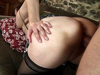 Mamãe mamãe booty mamar e foda jovem galo