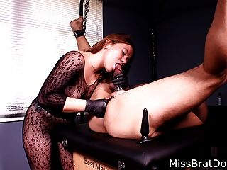 Próstata massagem escravo ligado por femdom perca perversões