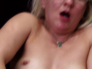 Mãe madura real com burro com fome e buceta